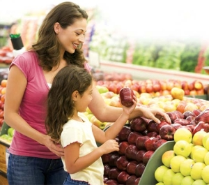 Child with mother buying fruits