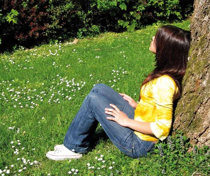 woman sitting on the nature