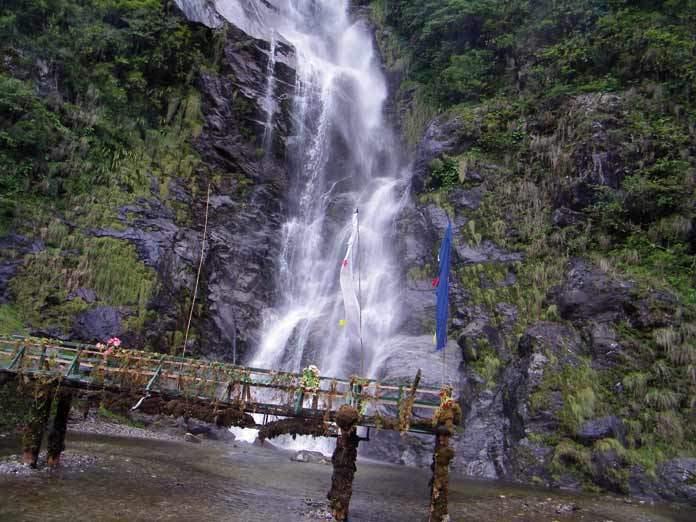 Yumthang - waterfalls
