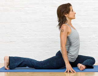 Ekapada Rajakapotasana or Pigeon Pose [with preparation and quad stretch]