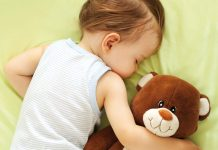 A child sleep with teddy bear