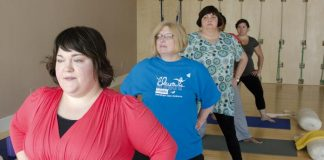 Anna Jelly teaching a class of curvy yoga