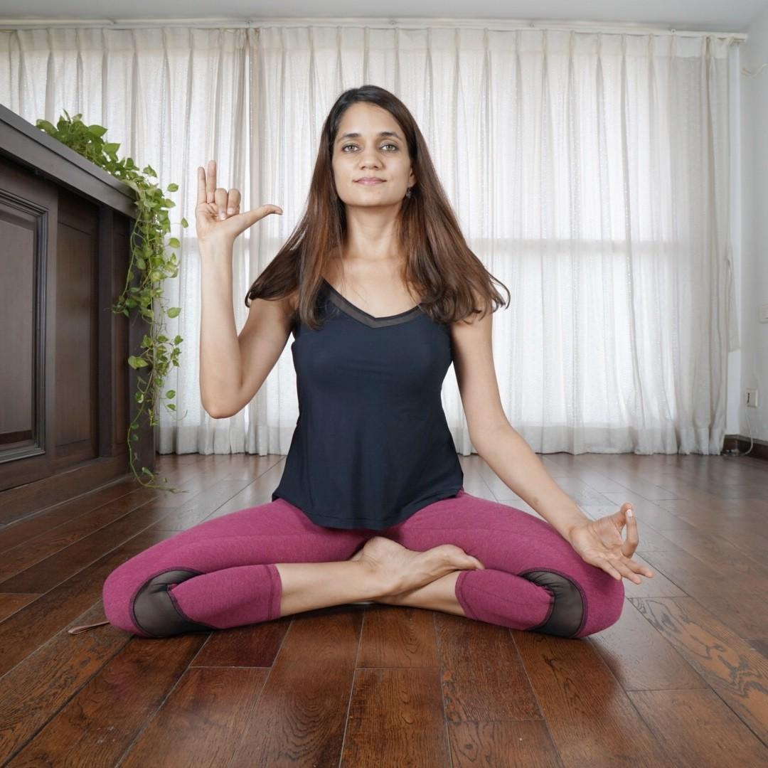 3 essential yoga mudras: Ganesha mudra, Jnana mudra, Nasika